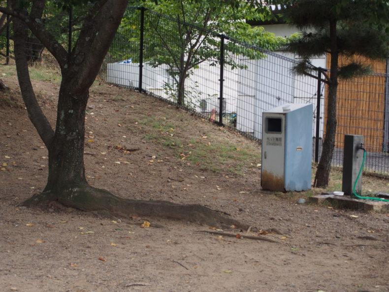 岸和田SA上り ペット用ゴミ箱と水飲み場