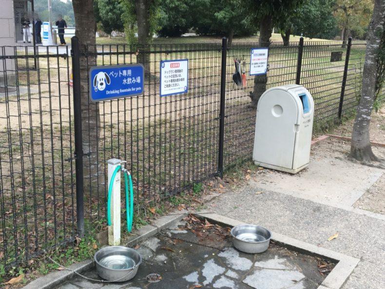 三木SA上り ペット用水飲み場とゴミ箱