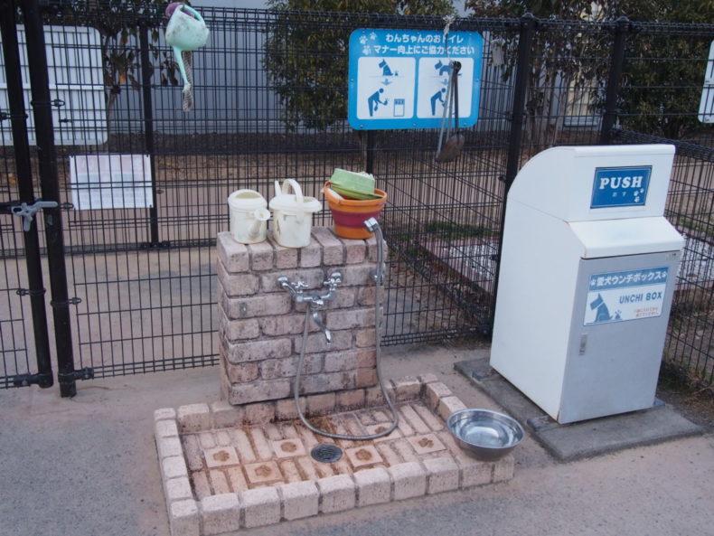 静岡SA上り 水飲み場と犬用ゴミ箱