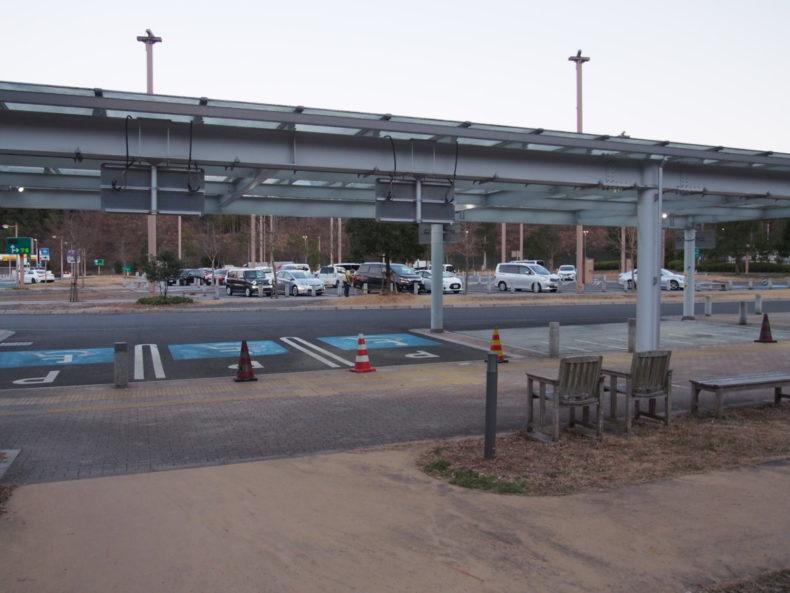 静岡SA上り ドッグランから見た駐車場